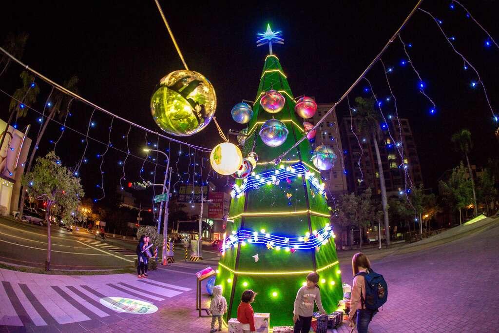 新營文化中心聖誕樹(圖片來源:台南觀旅局)
