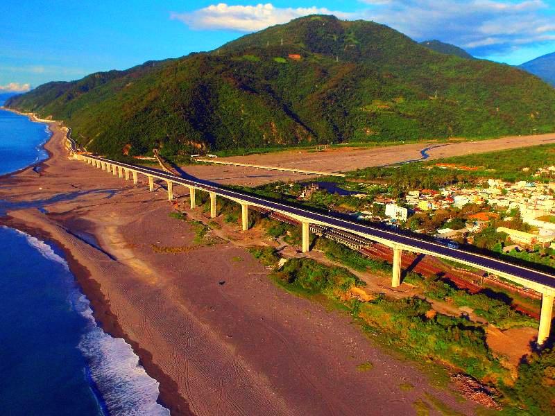 金崙大橋風光:台9線412k~414k(圖片來源:「票選台灣最美十大景觀公路」活動網站)