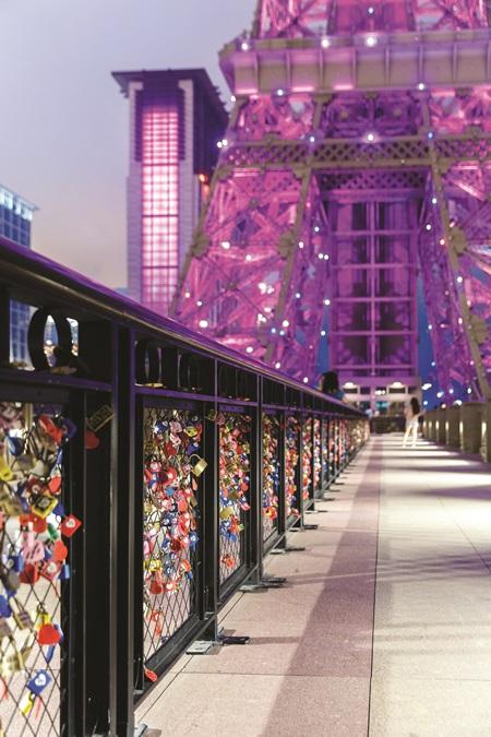 愛情鎖橋。圖片提供/澳門巴黎人