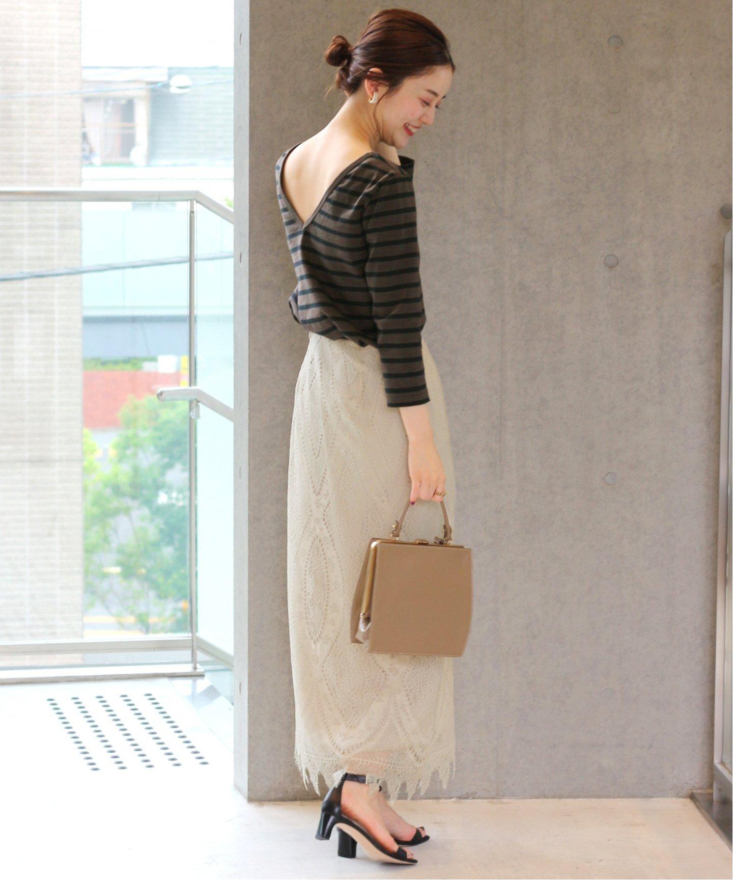與肌膚貼近的窄裙隨著面料的不同所展現的衣著感也有所區別