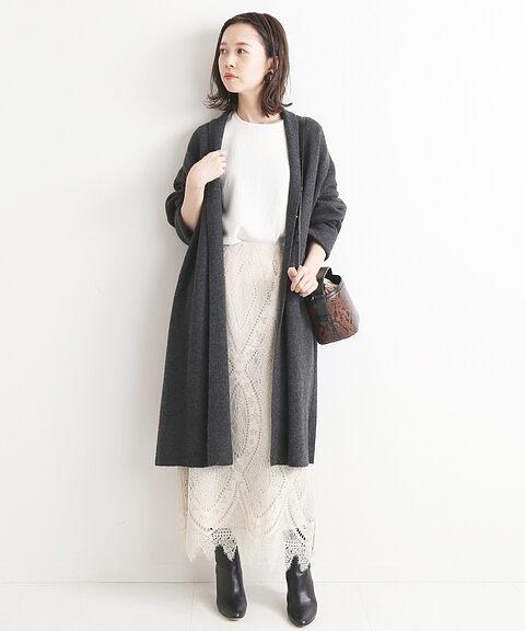 想為合身剪裁的窄裙加乘氣質女子的優雅印象時,要選擇的就是蕾絲材質的款式