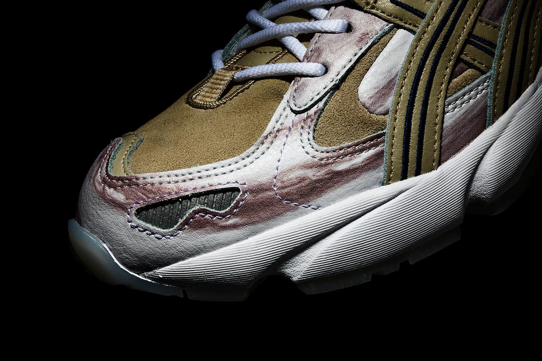 源起 1993 年榧野俊一的開發跑鞋,當時靈感來自鍬形蟲用以禦敵的甲殼
