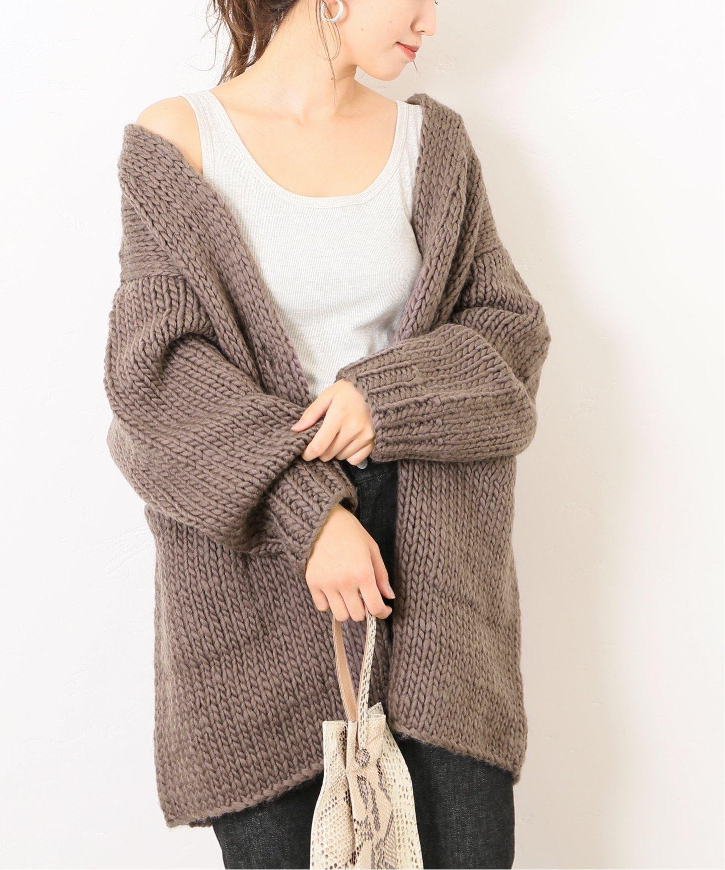 為了適應早晚微涼的天氣,秋天就是針織外套最頻繁被穿搭的季節