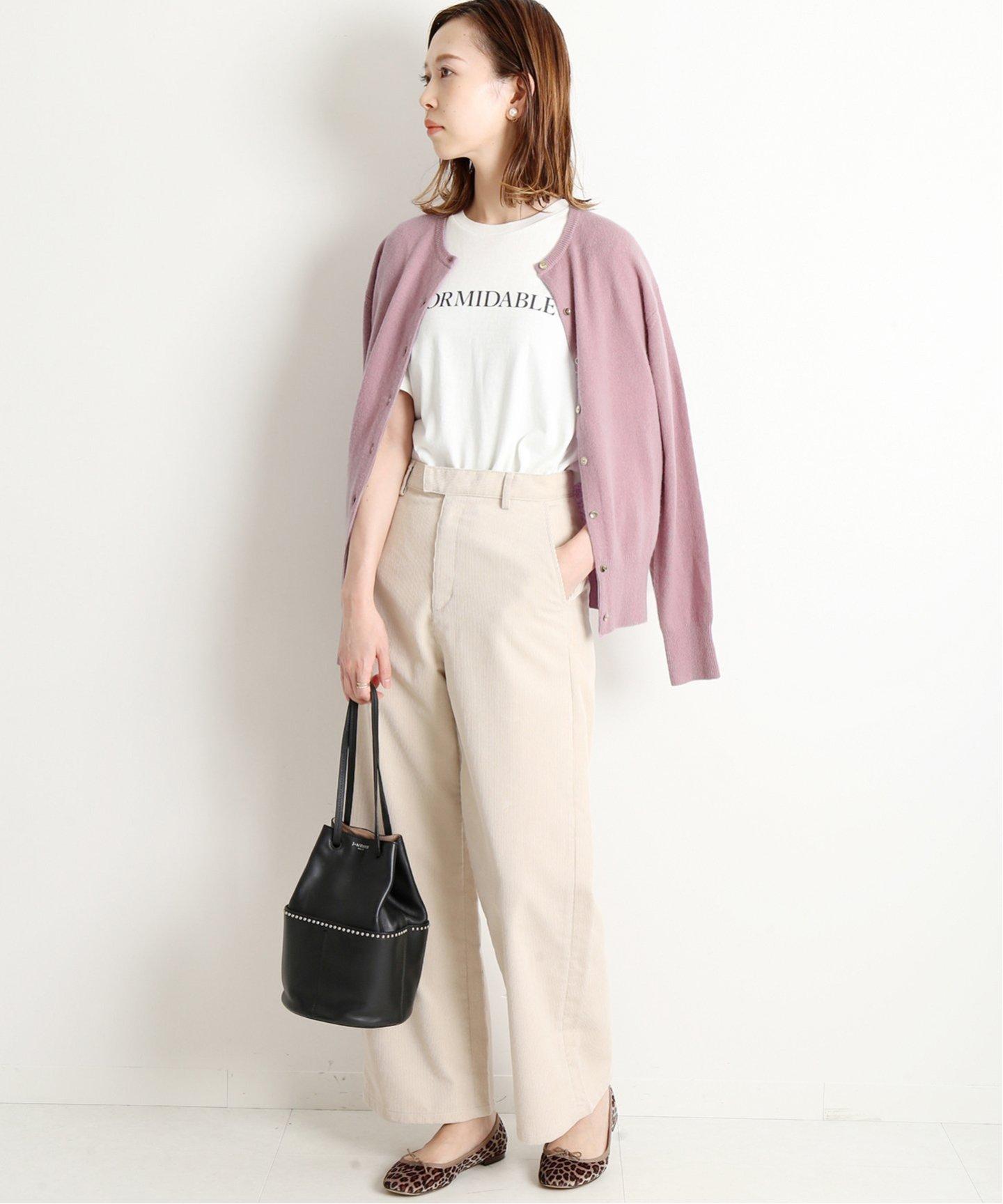 輕薄的上衣最適合用來與針織外套相互搭配