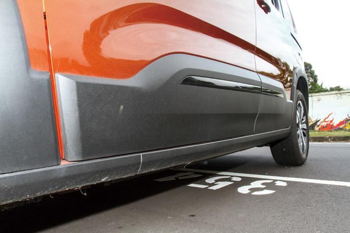 常見於跨界車款環繞於車身的防刮材質。版權所有/汽車視界