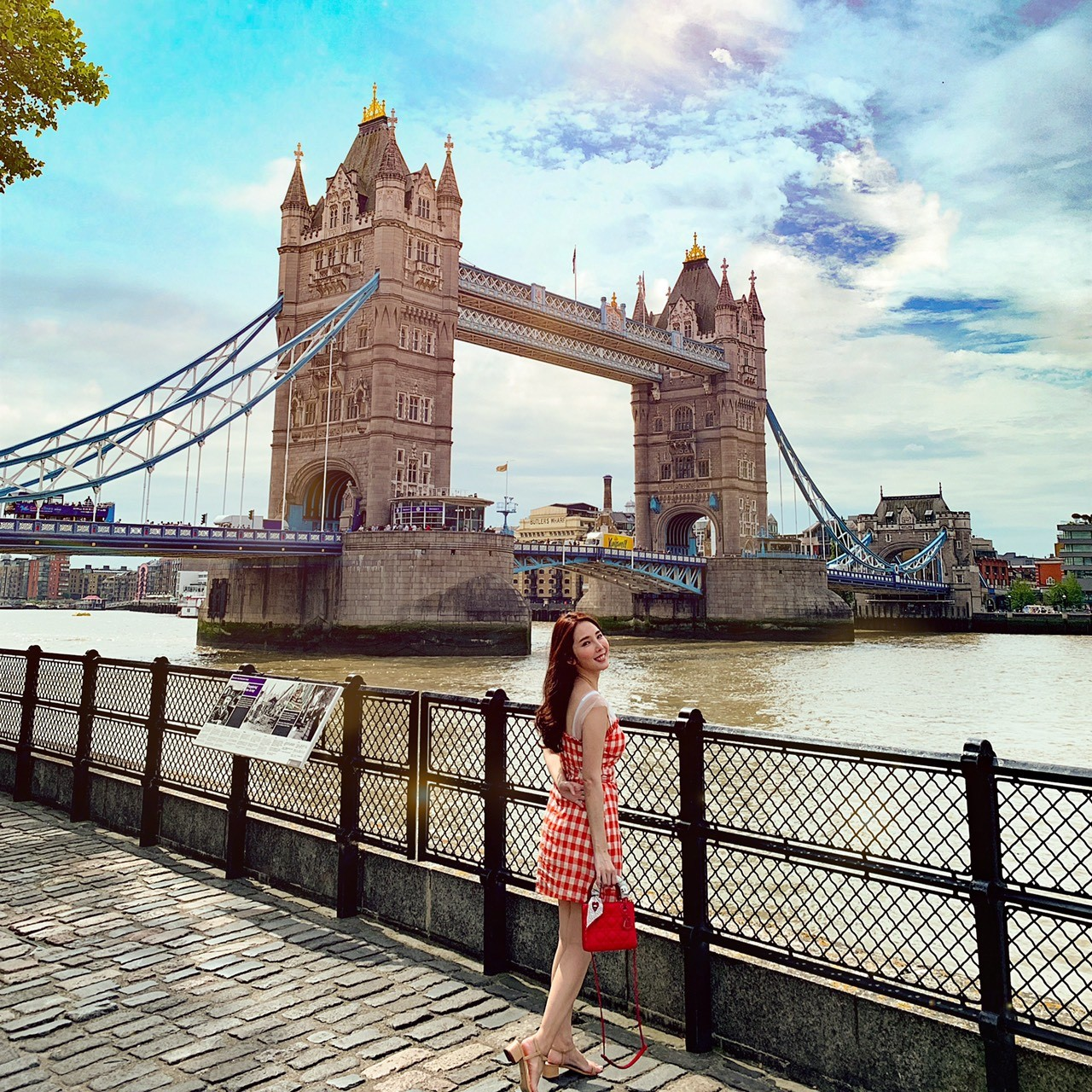 ▲倫敦的知名地標倫敦鐵橋、街景都是朱琦郁的取景地點。