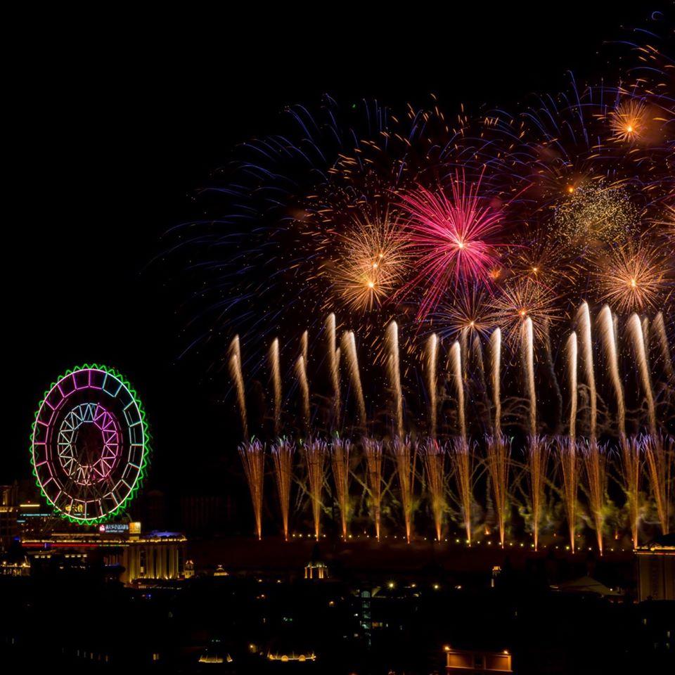 義大每年的跨年活動都備受矚目,今年推出999秒大型藝術跨年煙火秀。圖/義大皇家酒店臉書粉絲專頁