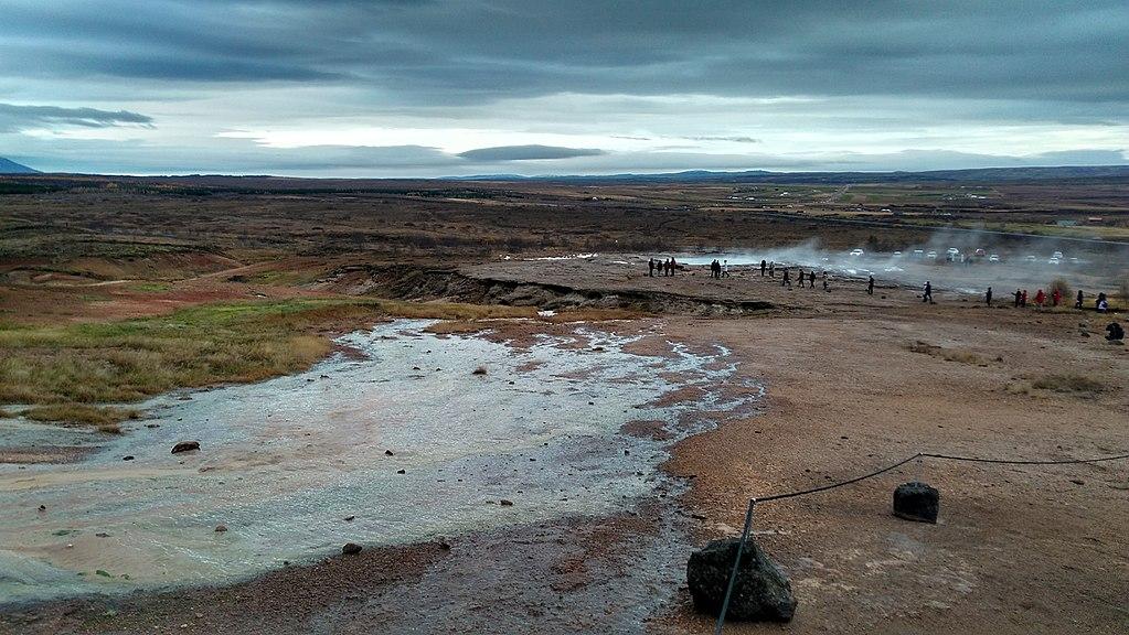 赫伊卡塔魯谷地 (Photo by sikeri from Silver Spring, MD, USA, License: CC BY 2.0, 圖片來源commons.wikimedia.org/wiki/File:Geysir_the_geyser_in_Iceland_(26153581239).jpg)