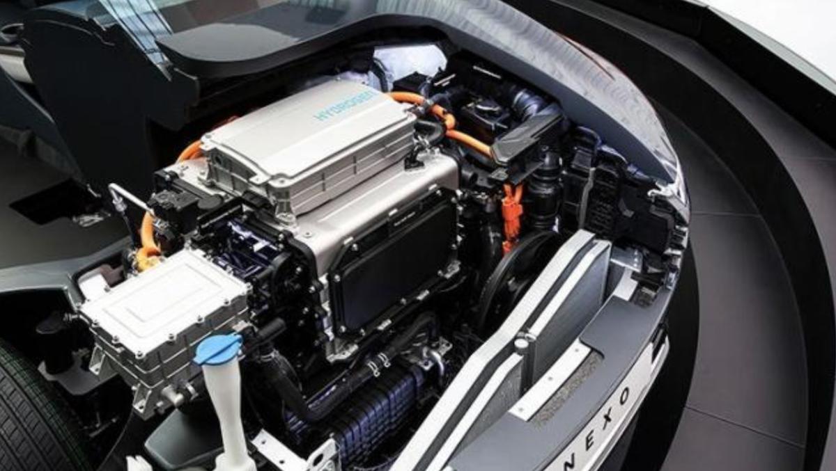 氫燃料車不使用傳統的內燃機與 Hybrid 動力系統,而是單純利用氫氣、氧氣與燃料電池創造電力。
