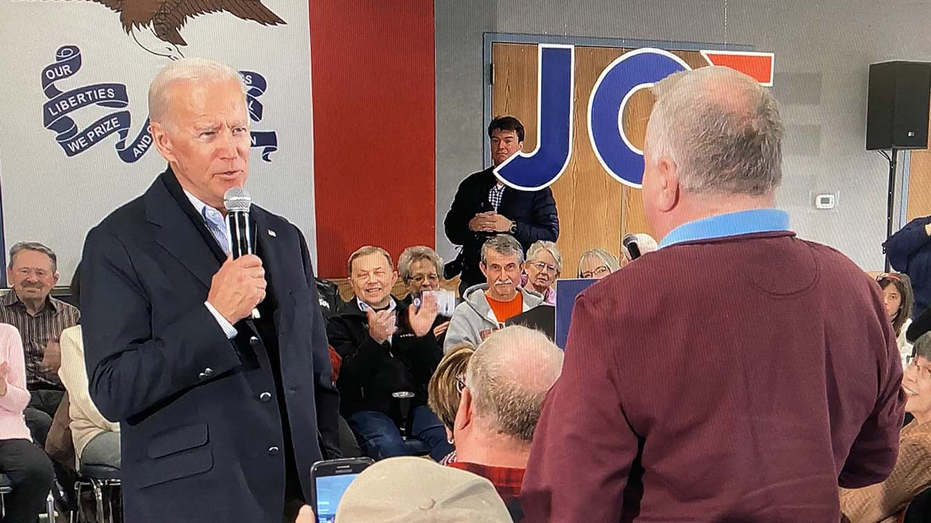 Former U.S. Vice President Joe Biden faces off with a local resident challenging him about his son Hunter Biden's involvement with Ukraine.  REUTERS/Shannon Stapleton