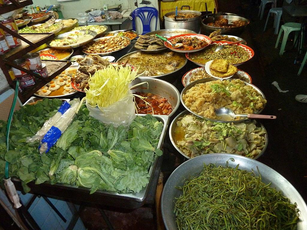曼谷路邊攤 (Photo by Deror Avi, License: CC BY-SA 3.0, Wikimedia Commons提供)