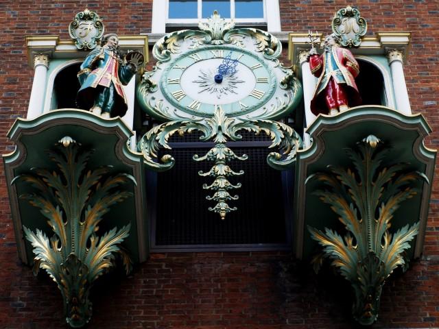 福南梅森 (Photo by tristan forward / Fortnum and Mason's Clock / CC BY-SA 2.0, 圖片來源www.geograph.org.uk/photo/1579471)