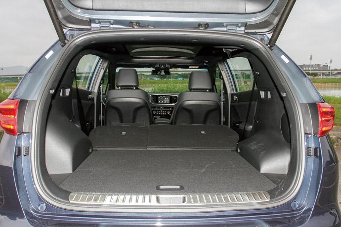 寬敞空間於行李廂的部分,擁有491公升標準的載物容量,而後座採6/4傾倒後,更是可以達到1480公升的超大容量,在這樣的設定下不僅後座擁有寬敞乘坐空間,在載物上搭配具記憶功能的電動感應尾門,更是達到便利的乘載機能。版權所有/汽車視界