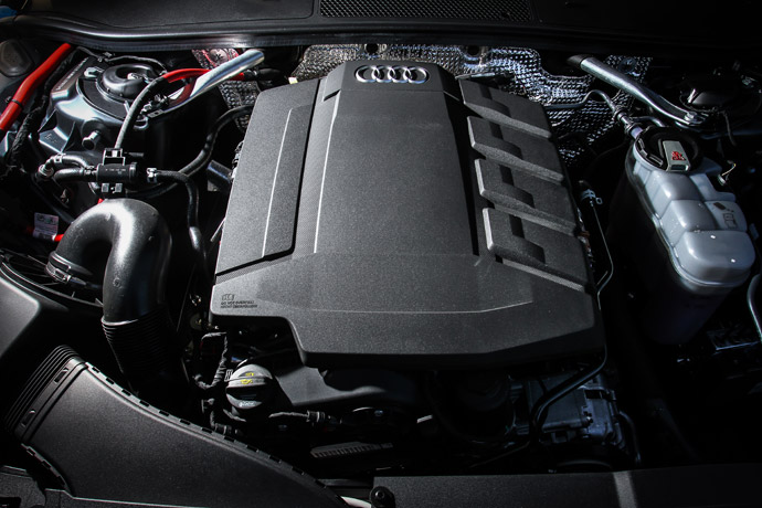 2.0升直列四缸渦輪增壓引擎作為動力心臟,配合上缸內直噴的技術加持,使得這具引擎可以創造出245hp的最大馬力,峰值扭力可來到37.7kgm。版權所有/汽車視界