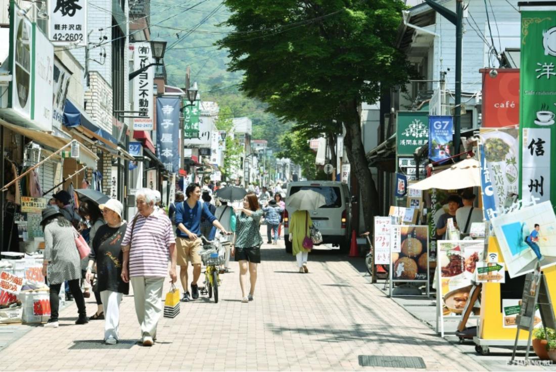 舊輕井澤銀座通,是輕井澤旅遊的定番景點,日劇《四重奏》也有在這裡取景喔!
