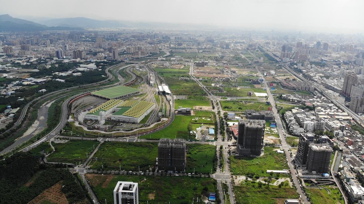 ▲捷運綠線起始G0站為捷運機廠(黃色、綠色屋頂處),好市多就位於機廠旁,周邊重劃區前景看俏。