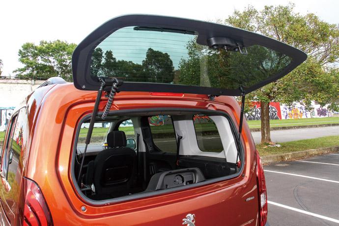 於尾門上能夠獨立啟閉的門窗,能夠便利拿取物件。版權所有/汽車視界