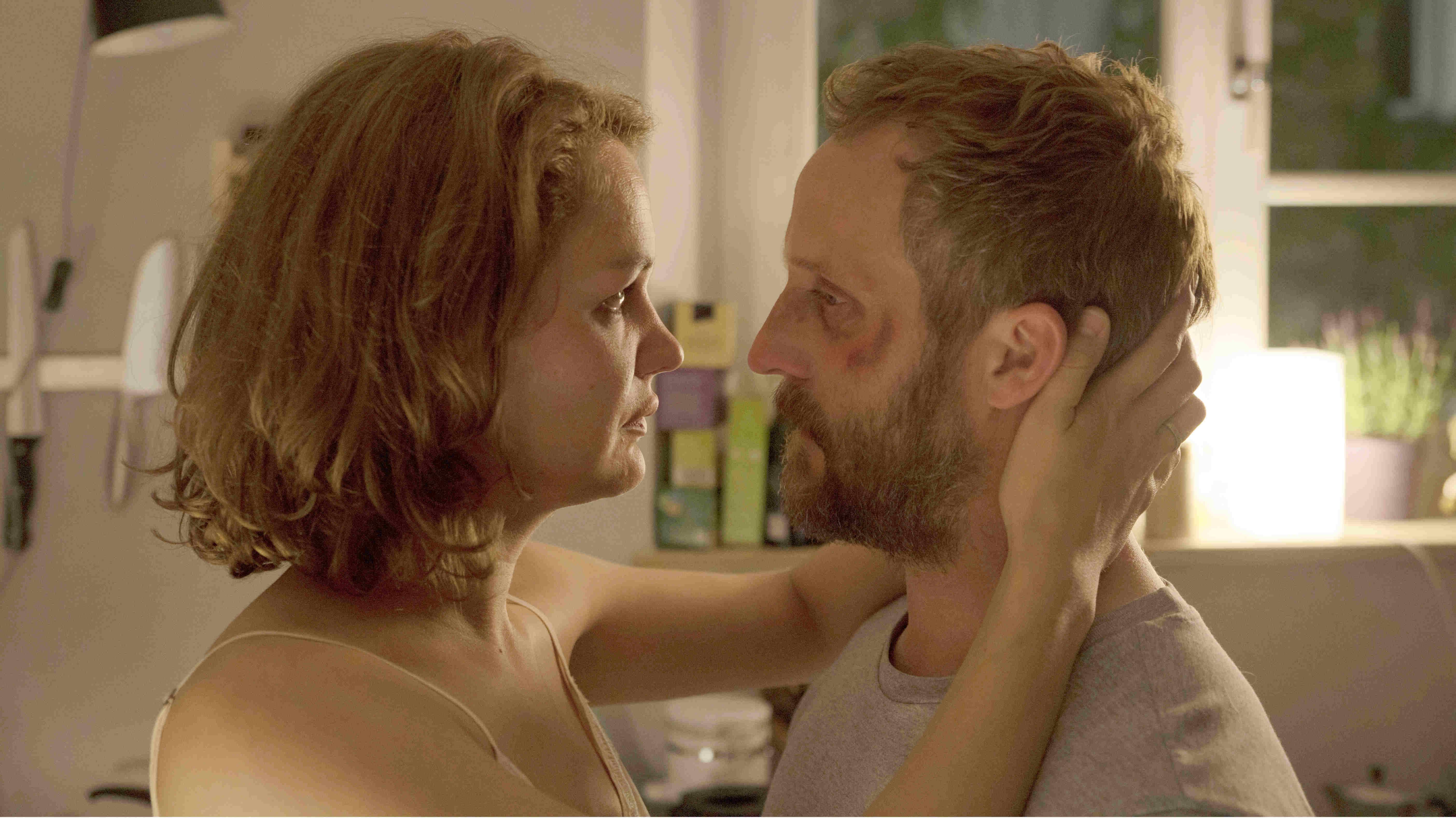 安柏克納將受害者的受傷心境、詮釋得淋漓盡致,並與女主角露易絲海爾(Luise Heyer)的訴諸自我療癒形成強烈對比