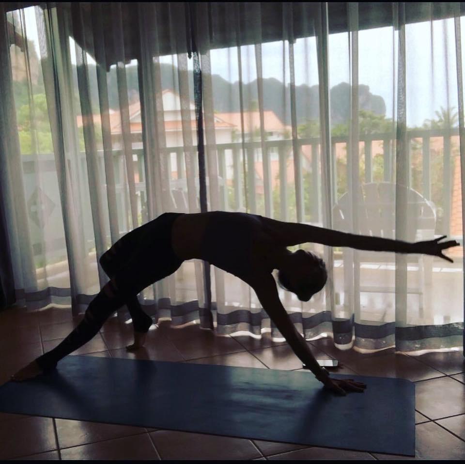 ▲密集、高強度的瑜珈師資培訓課程,林韋君連回房間都在練習。