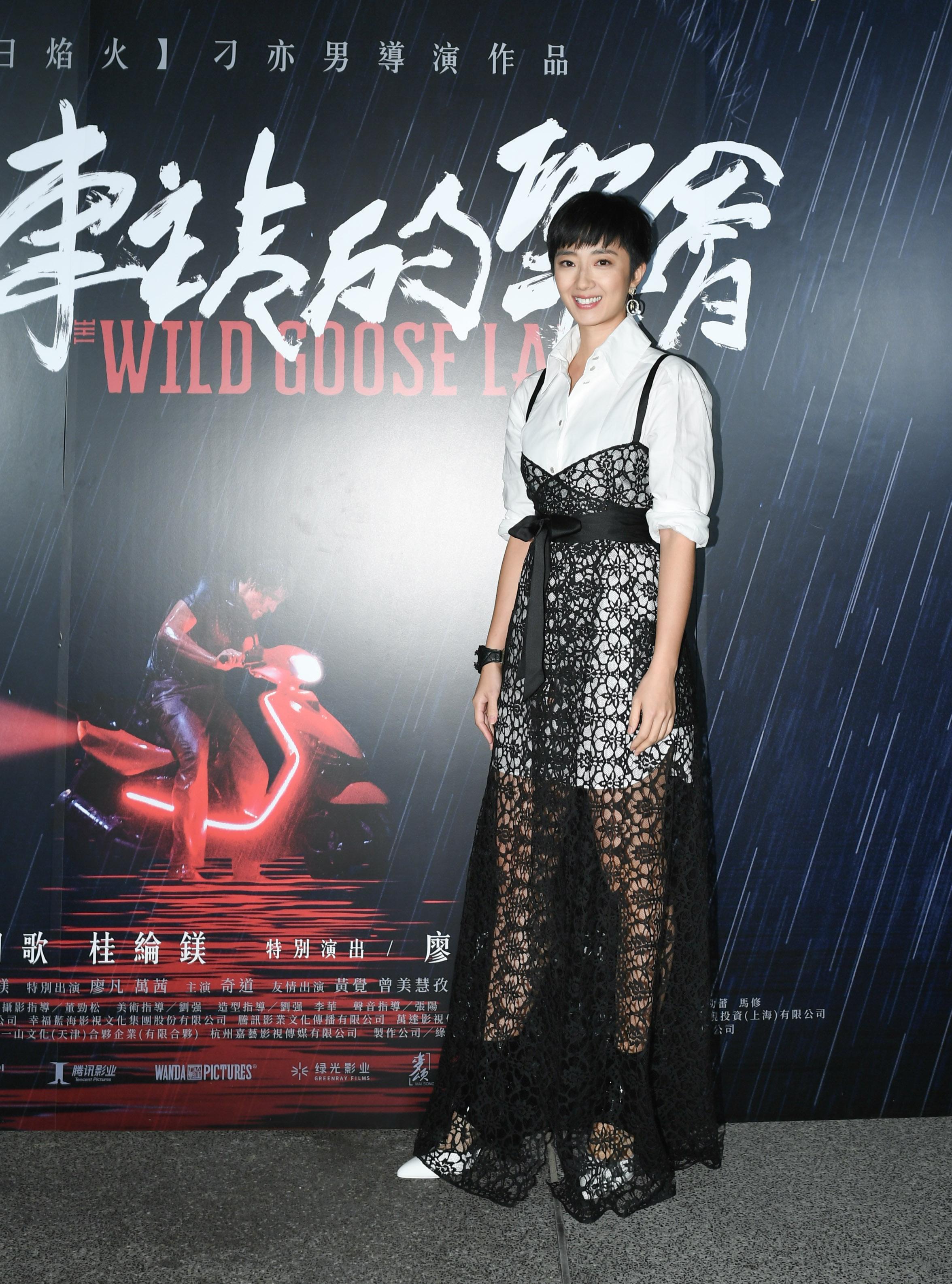 《南方車站的聚會》影后桂綸鎂盛裝出席首映會,並邀請她的親朋好友共襄盛舉