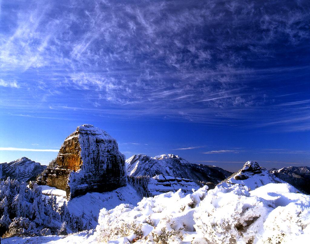 大霸尖山山形特殊,有世紀奇峰的稱號,附上白雪的樣貌讓人印象深刻。圖/觀光局