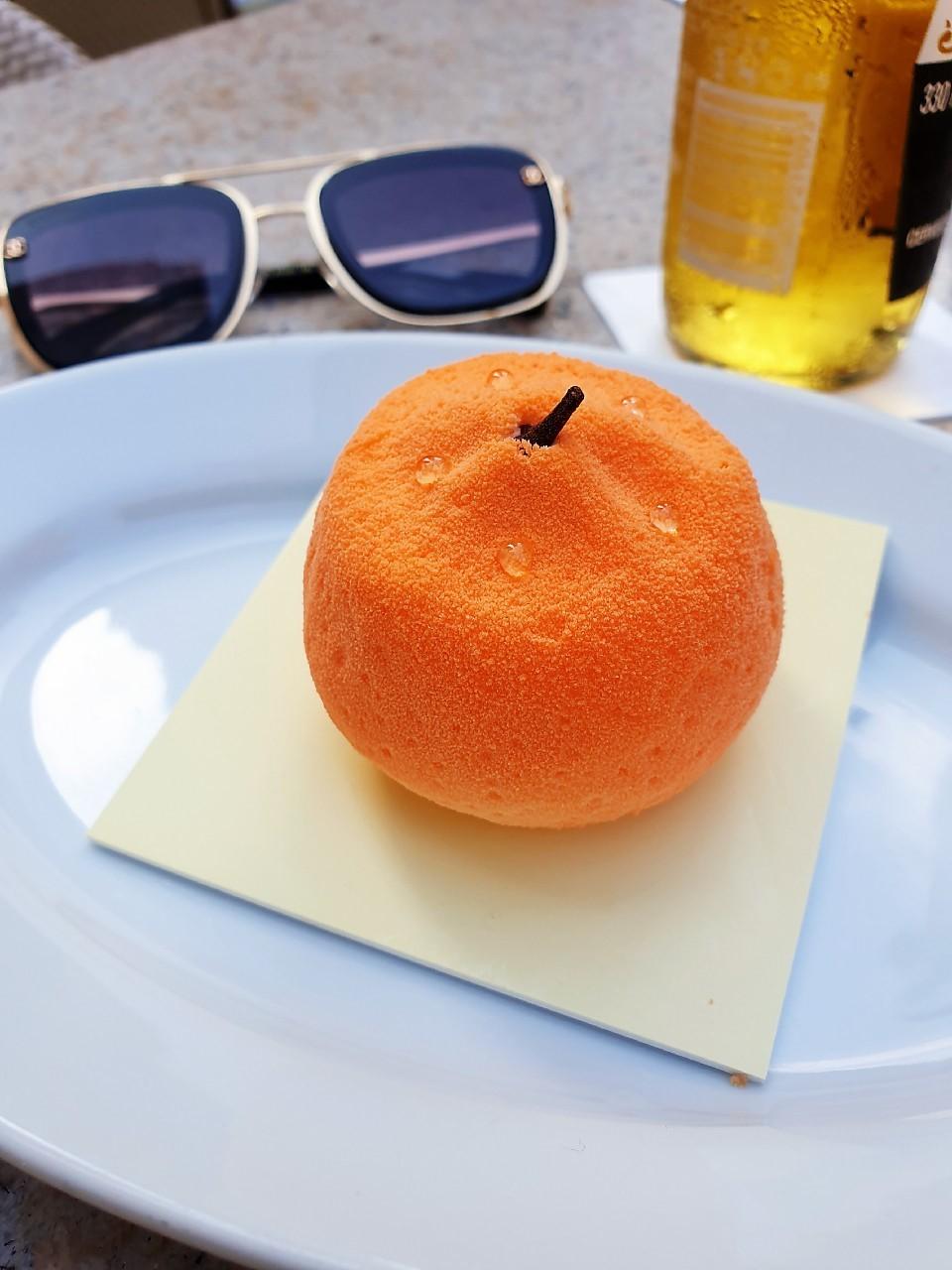 ▲橘子外型的甜點,黃若薇看得少女心大爆發。