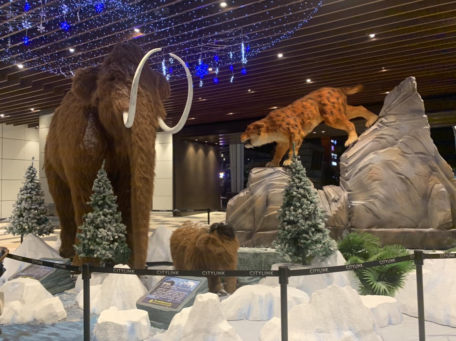 CITYLINK南港店年底強檔企劃超時空冰河時代,可以看大型恐龍、劍齒虎、長毛象出沒。圖/W編