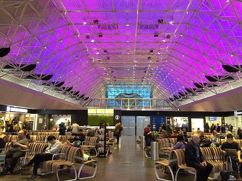 凱夫拉維克機場 (Photo by Antony-22, License: CC BY-SA 4.0, Wikimedia Commons提供)