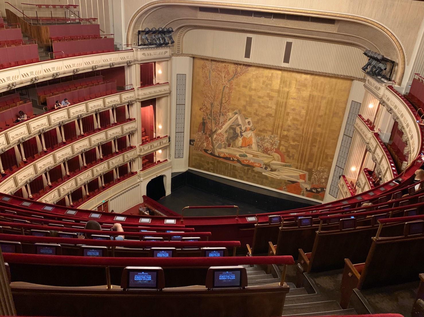 ▲維也納國家歌劇院的場景,讓趙小僑感到震撼。