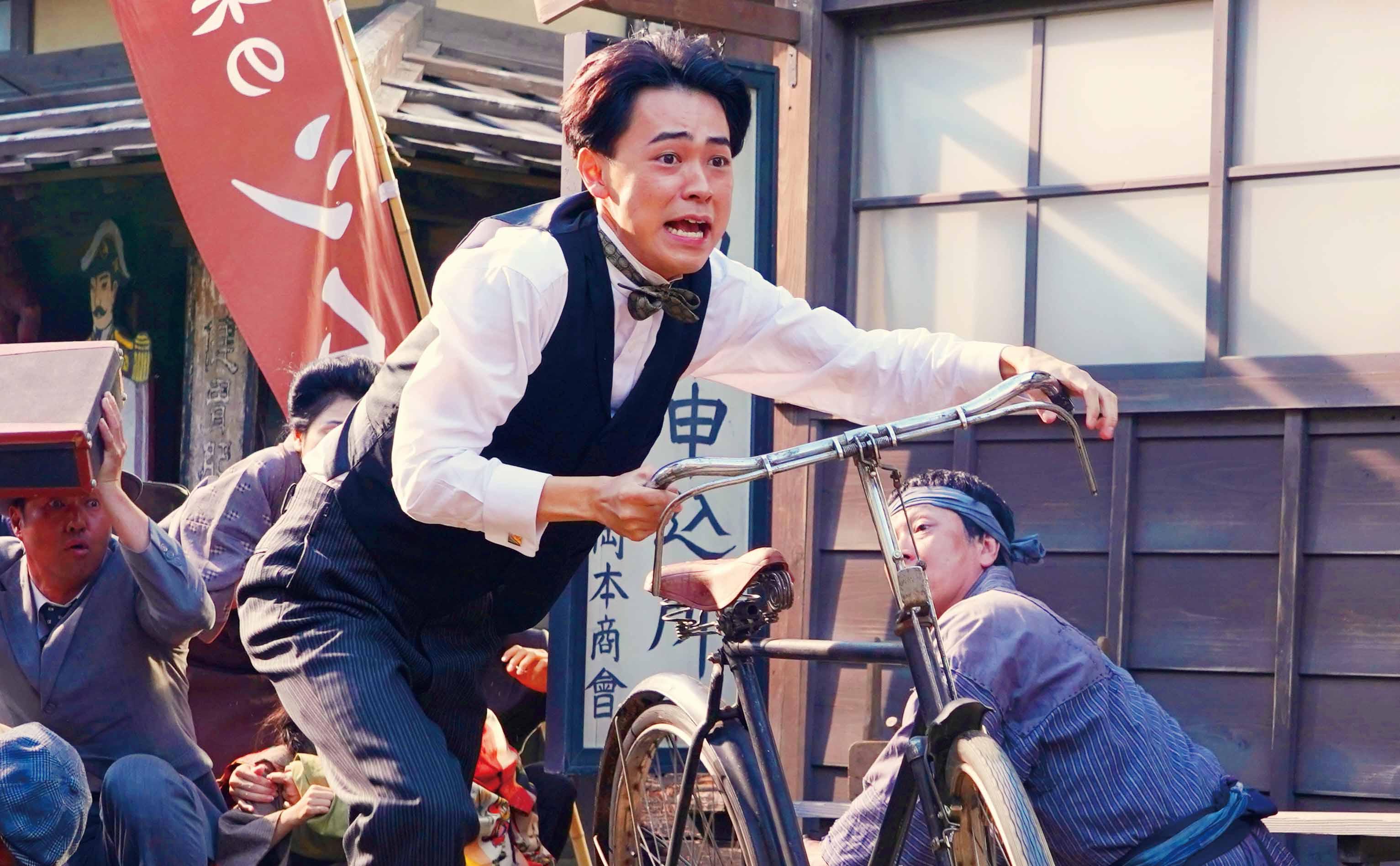 黑島結菜更害羞表示:「和成田凌(如圖)合作,徹底感受到他真得是個色氣滿滿,又像小動物一樣惹人愛的男人!」