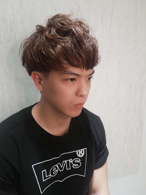 蓬鬆慵懶的波浪微卷髮,QQ瀏海依照臉型調整長度,就能變換出不同風格!