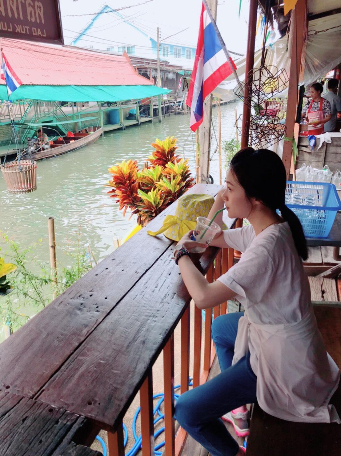 ▲楊小黎這次大啖泰國美食,連路邊攤都沒錯過。