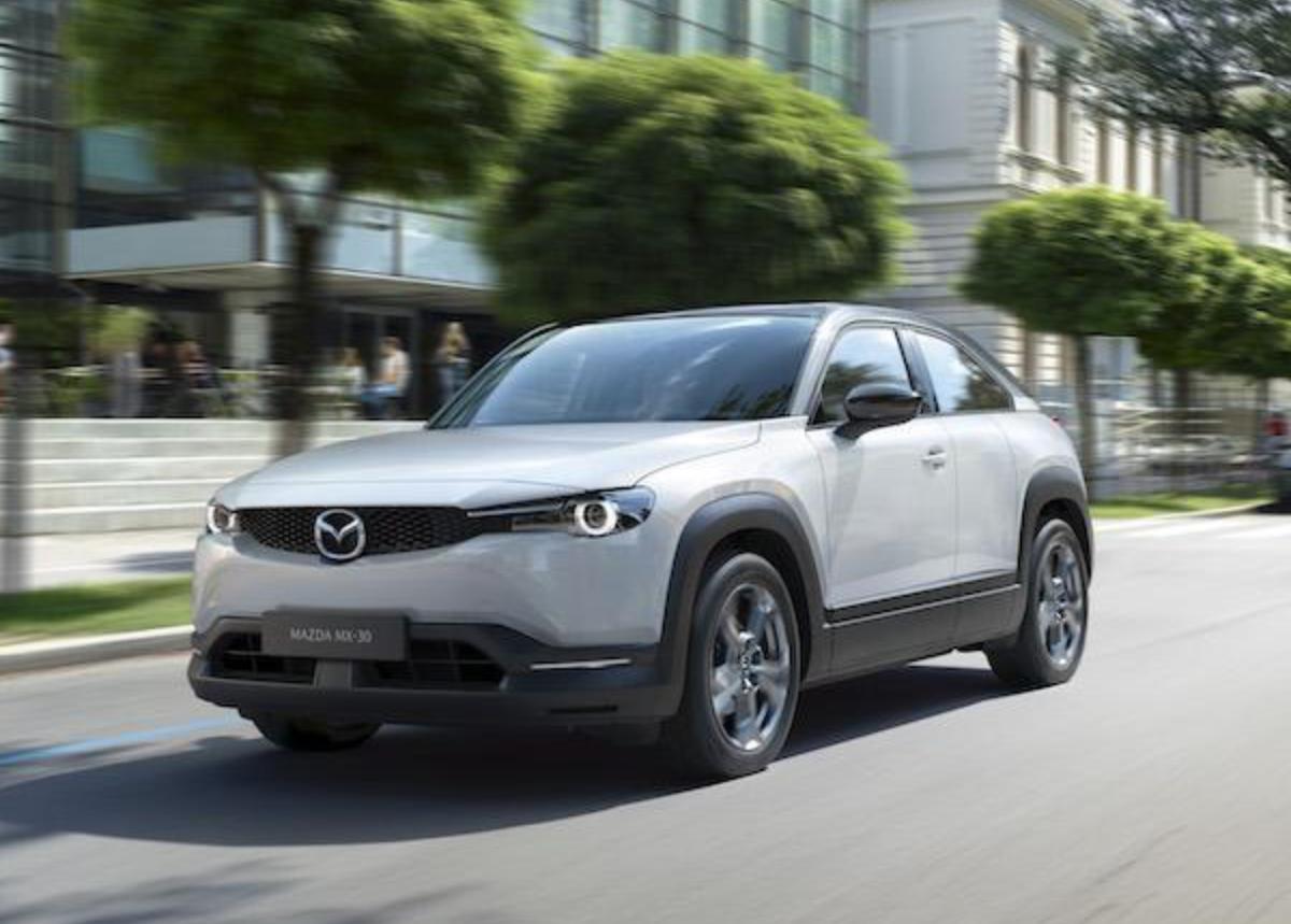 Mazda 高層出面解釋為何 MX-30 的電池組較小。
