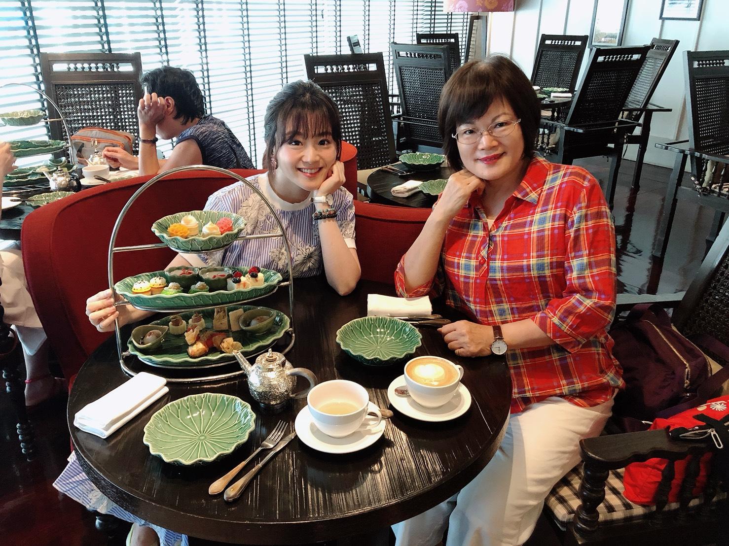 ▲演員楊小黎日前帶著媽媽一起赴泰國玩。
