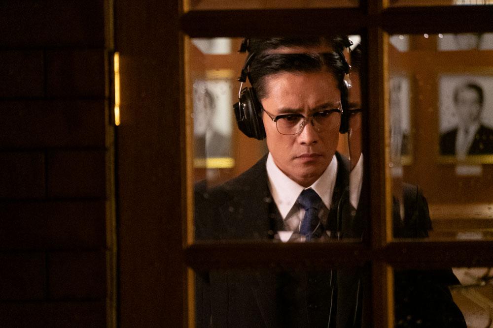 李炳憲劇中飾演韓國中央情報部部長 為朴總統的心腹之一