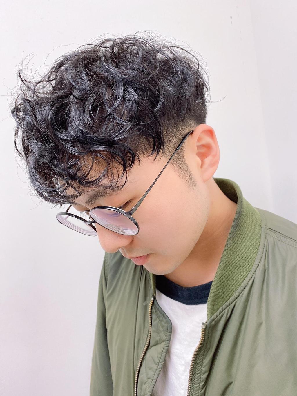 微亂的QQ卷度、帶點日系濕潤感呈現出文青潮男的風格