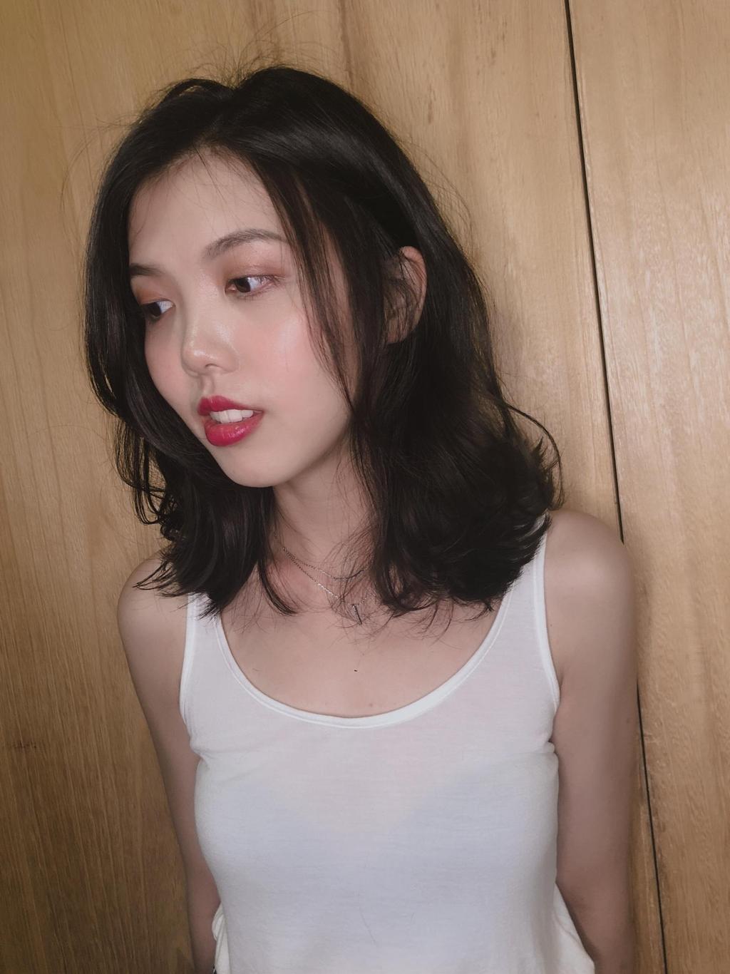 嫵媚動人的鎖骨微卷髮修飾臉型的功能超強大,想要輕鬆好整理的女神髮型就把這張髮型❤起來準沒錯!
