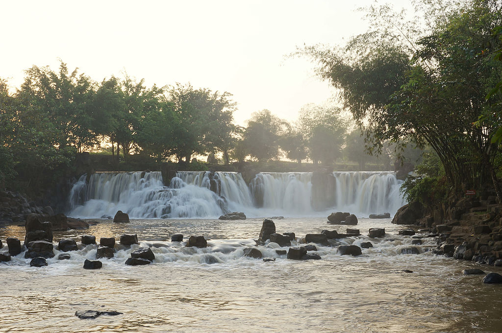 江田瀑布 (Photo by Prenn, License: CC BY-SA 3.0, Wikimedia Commons提供)