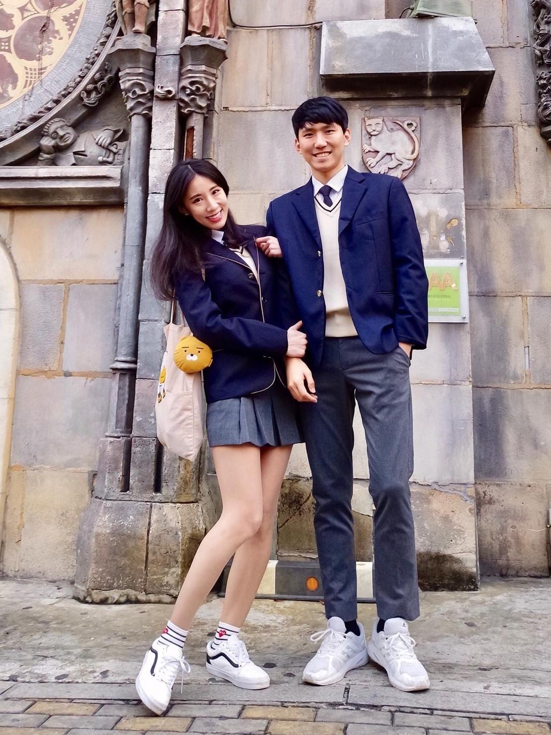 ▲瑤瑤與男友去弘大租學生服體驗當學生感覺。