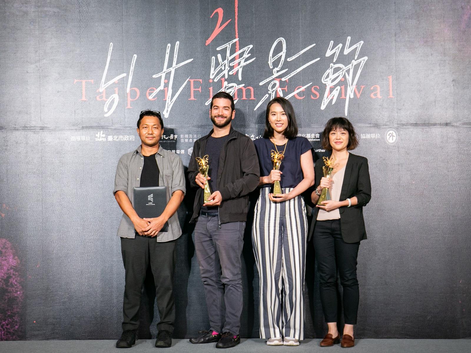 2019國際新導演競賽得獎者,左起「特別提及」《邊境幻夢》、「最佳影片」《蘿莉破壞王》、「評審團特別獎」《我們與愛的距離》、「觀眾票選獎」《大餓》