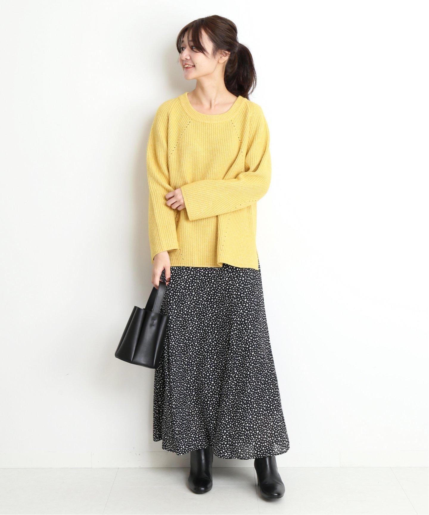 可以隨著上身的變換呈現出不同印象感的花色裙裝,在今年冬天開始飽受日本女生愛戴