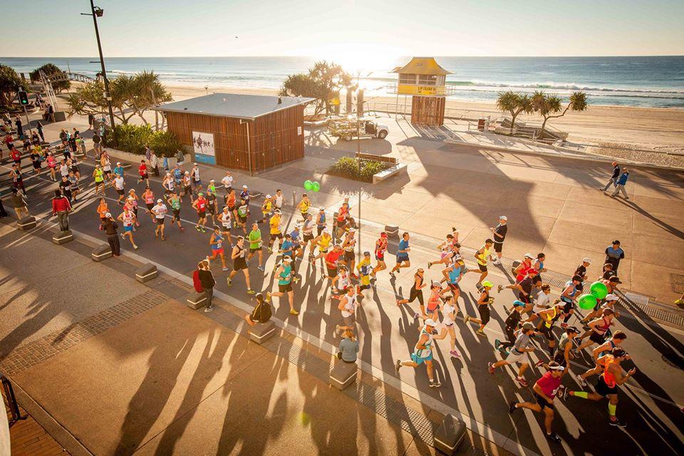 黃金海岸馬拉松沿途有沙灘海洋為伴,被譽為「南半球最美馬拉松」。(圖/昆士蘭旅遊及活動推廣局)