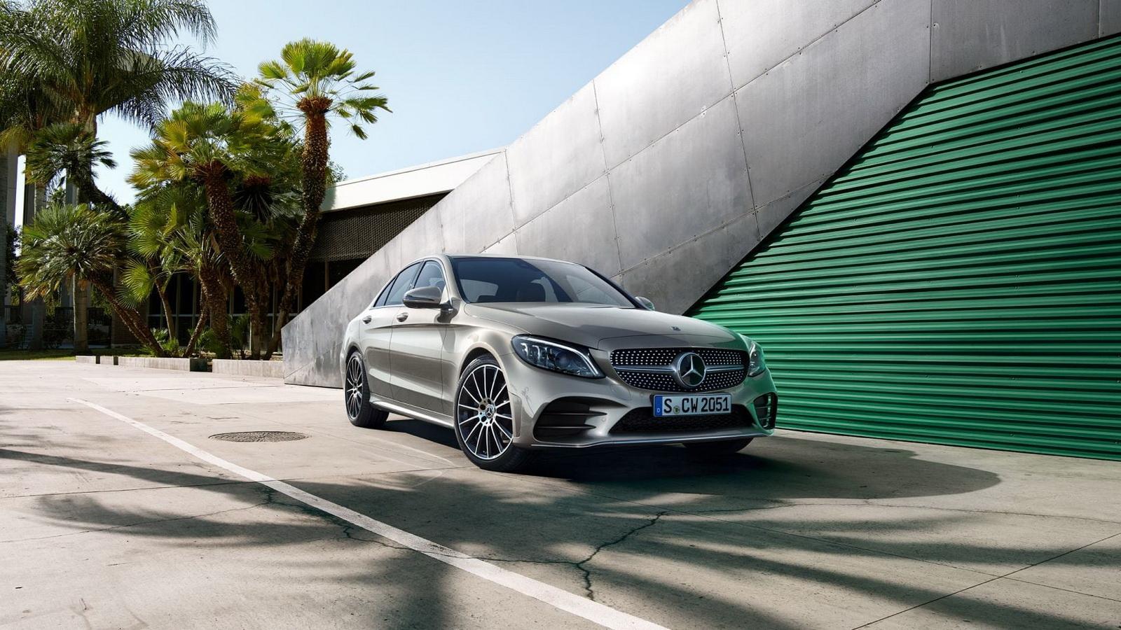圖/進口車銷售量部份,緊跟在Toyota冠軍後面的為Mercedes-Benz,本月銷量來到2,725輛,比上個月多賣出166輛。