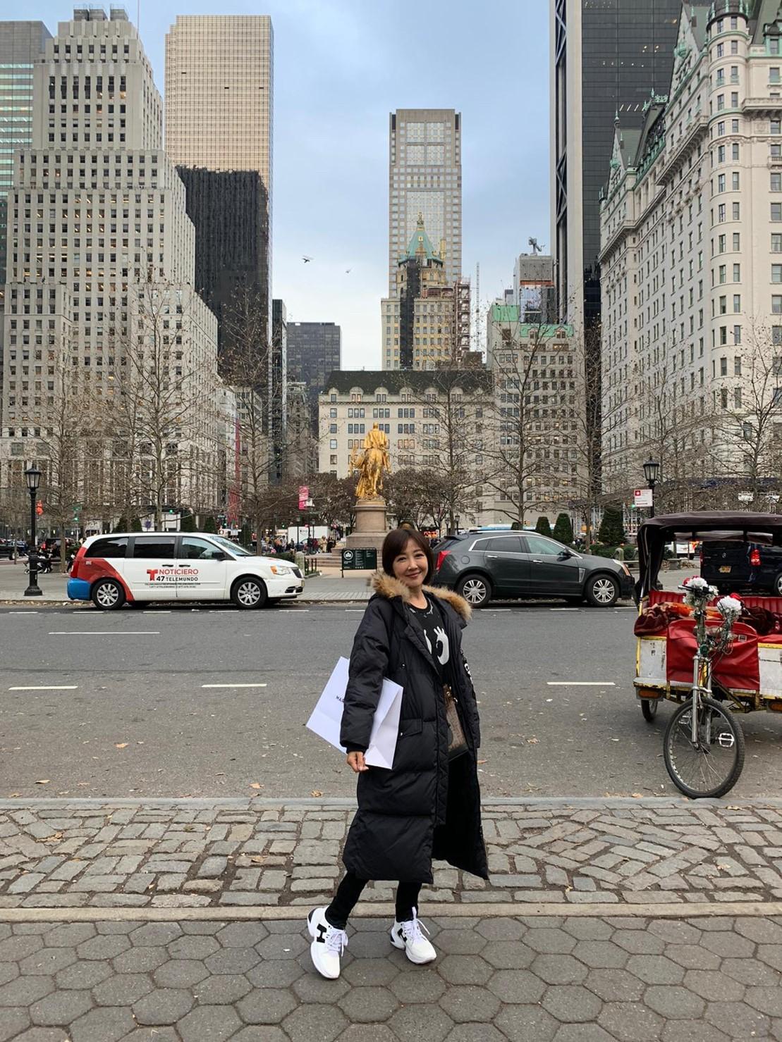 ▲造訪美國知名景點的余皓然,形容自己心情像小孩到了大城市一樣興奮。