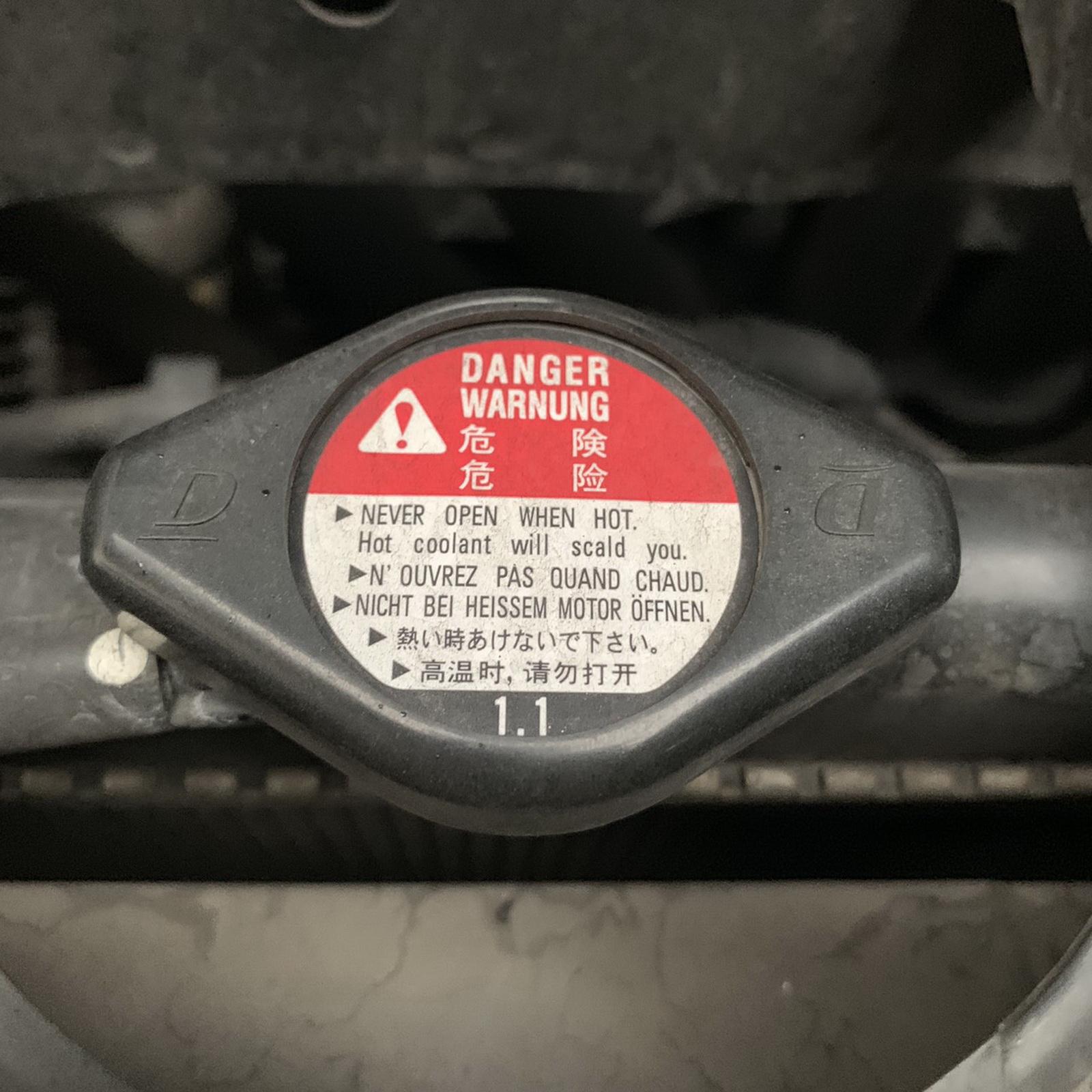 圖/▲檢查水箱蓋時切記,千萬不能在行駛後馬上打開,內有滾燙沸水相當危險。