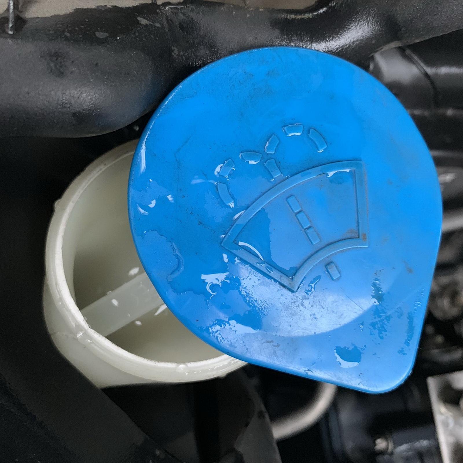 圖/▲雨刷水蓋打開後可加入清水或雨刷精。