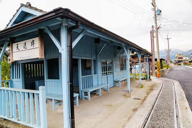 天送埤車站淡藍色的木造建築散發古樸氣息,車站內部保留許多歷史照片與文物。圖/Yahoo奇摩旅遊網友投稿-今天休假我們出去玩吧
