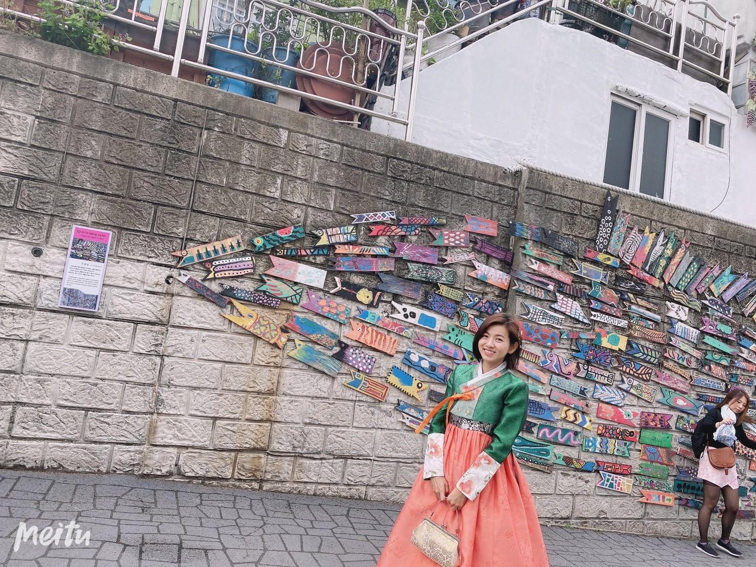 ▲首次韓服體驗,米可白開心在小王子村瘋狂拍照。