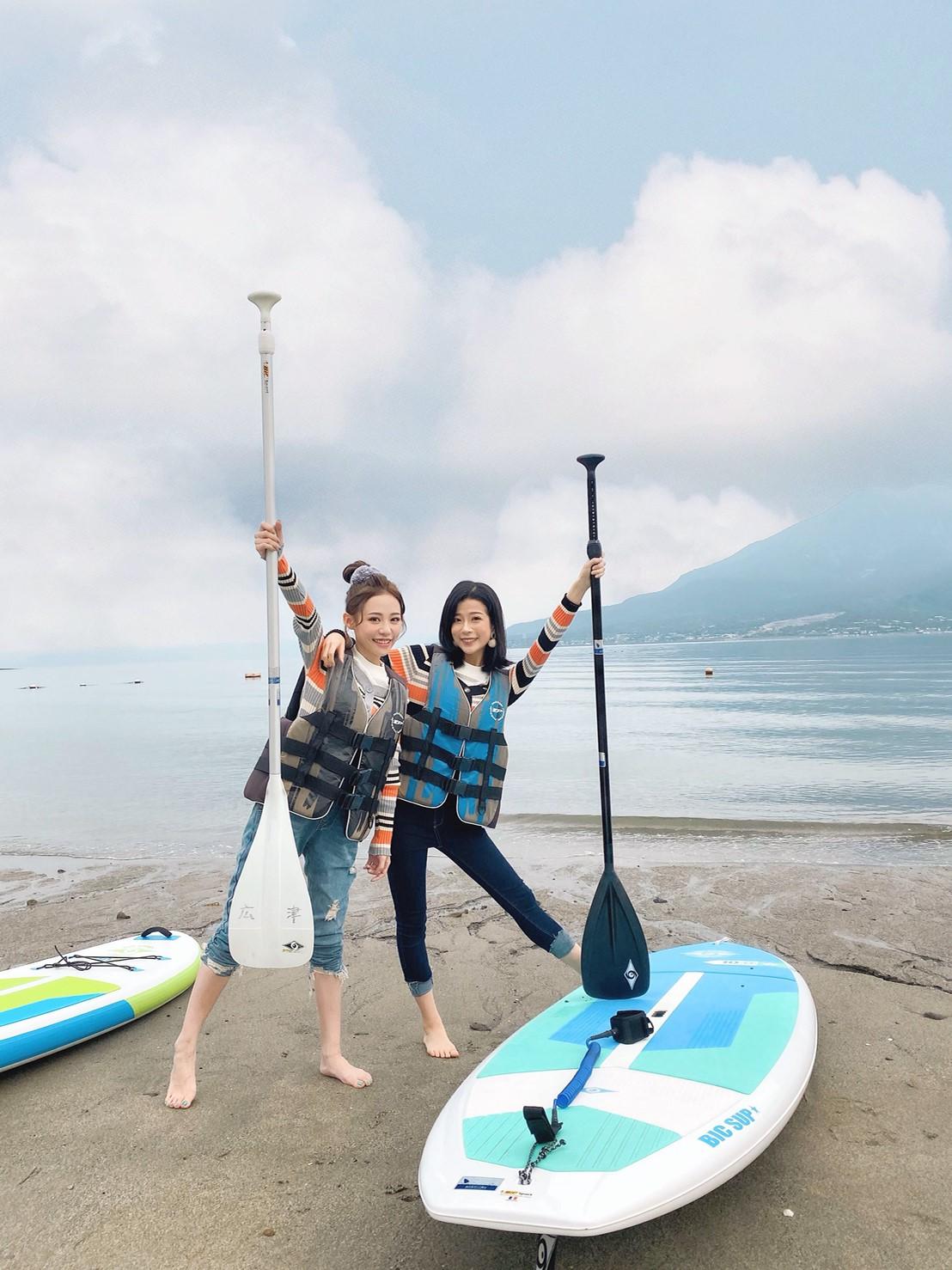 ▲姊妹倆首次體驗SUP立式划槳。