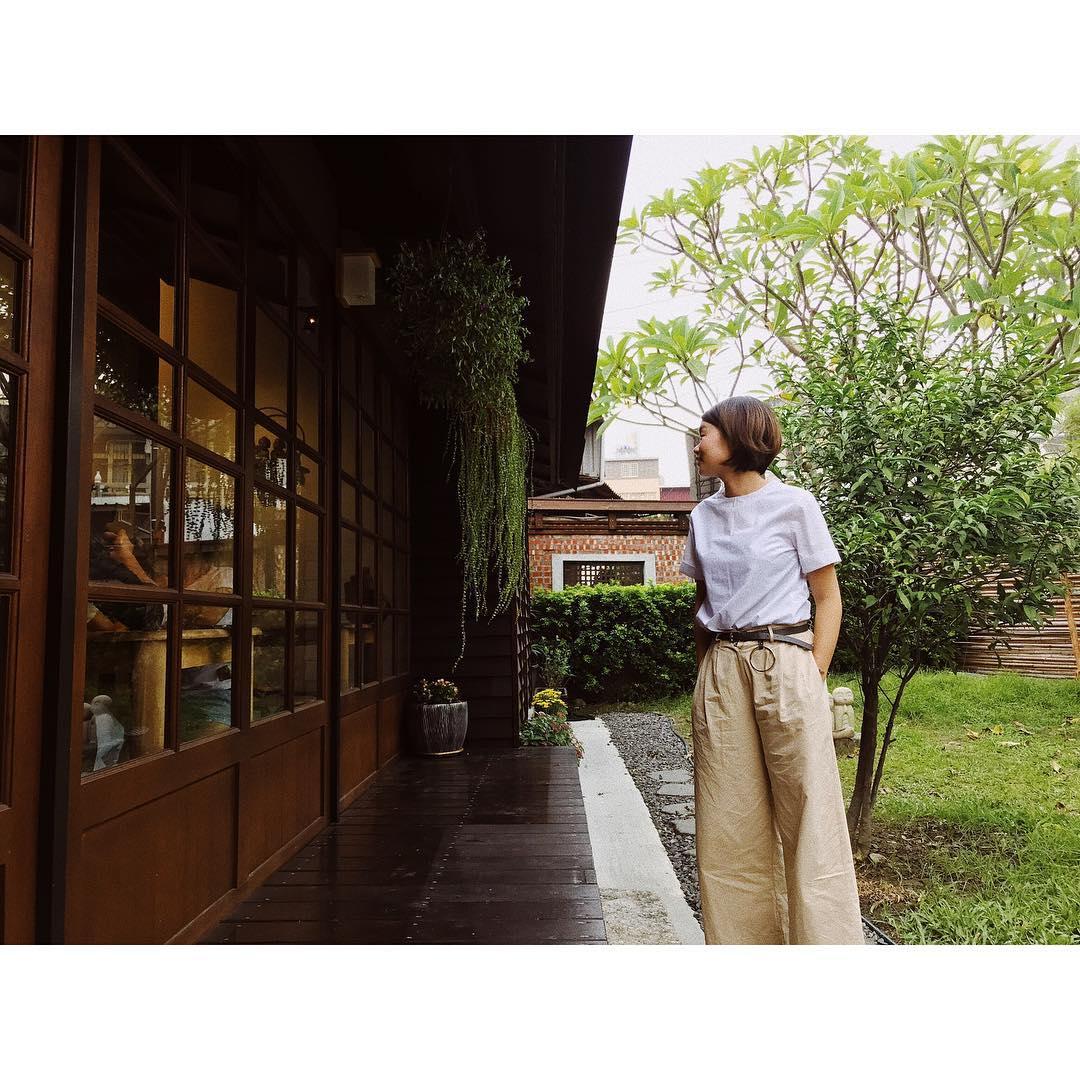 竹籬、流水、曲塘裡的孔雀魚,池塘裡的水草蓮荷,體現了店家在環境上的細節與用心,而這樣的好空間讓人有種置身在京都的感覺。